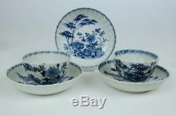 2 antique chinese porcelain cup and 3 saucers, blue and white, 18th Century