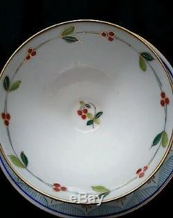 Exquisite antique Royal Vienna Austria hand painted porcelain tea cup & saucer
