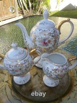 VTG 17Pcs Fine White Flowers & Gold Porcelain Demitasse Coffee -Tea Set. EXC